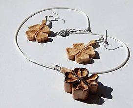 Sady šperkov - Drevené náušnice a náhrdelník - Štvorlístok - 9517981_