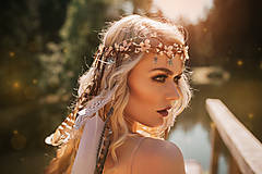 Ozdoby do vlasov - Nežný venček z orgovánu s prírodným perím - 9519199_