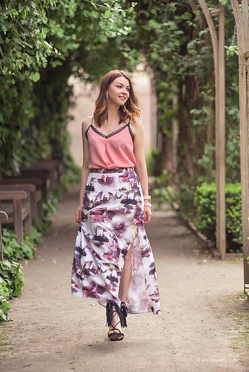 Dlhá vzorovaná sukňa