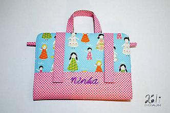 Detské tašky - Dievčenský maxikufrík - organizér do auta Dievčatá s vyšitým menom - ružové - 9523200_