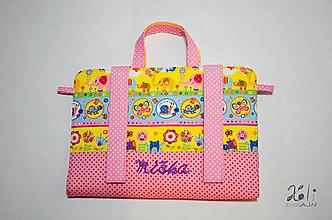Detské tašky - Dievčenský maxikufrík - organizér do auta Sloníky s vyšitým menom - 9523221_