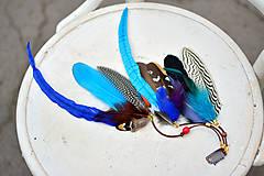 Ozdoby do vlasov - Modrý bohémsky hair clip z peria - 9522909_
