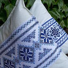 Úžitkový textil - vankúš s modrou výšivkou - 9519572_