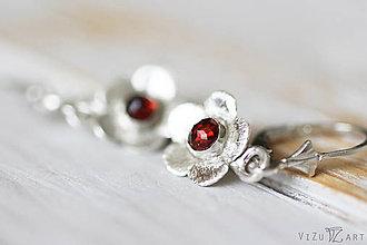 Náušnice - Strieborné náušnice s granátmi - Červené kvietky - 9524490_
