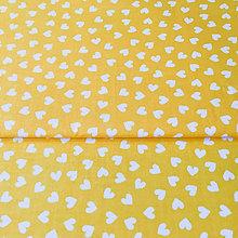 Textil - žlté rozsypané srdiečka; 100 % bavlna, šírka 160 cm, cena za 0,5 m - 9523983_