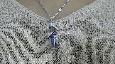 Náhrdelníky - Živicový náhrdelník s kvietkami - chirurgická oceľ (s hyacintom a plúcnikom- chirurgická oceľ, č. 2082) - 9524194_