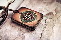 Náhrdelníky - Amulet s kompasom - 9527736_
