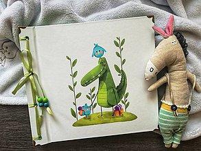 Papiernictvo - Fotoalbum klasický, polyetylénový obal s potlačou ,,Krokodíl Alfréd na návšteve,, - 9529070_