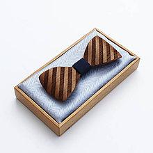 Doplnky - Drevený motýlik GRAND - orech (bel) šrafy - 9528856_