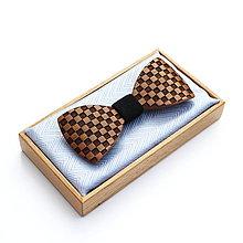 Doplnky - Drevený motýlik GRAND - orech (bel) šach - 9528895_