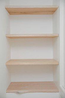 Nábytok - Krátka drevená polica s neviditeľným uchytením - 9530899_