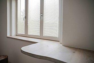 Nábytok - Drevený parapet s krátkou drevenou policou - 9531040_
