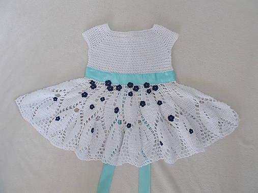 224d4a3d40fc NÁVOD - háčkované šaty s kvietkami a stuhou   mika - SAShE.sk ...