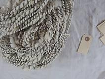 Materiál ručne robený - Špirálová s kučerami Wensleydale, bielo-sivá, 151g - 9535757_