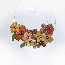 Náhrdelníky - náhrdelník flowers-škoricové karamelky - 9538892_