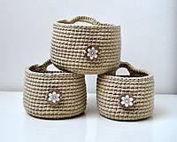 - Háčkované košíčky-sada-s dreveným gombíkom - 9539346_