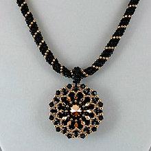 Náhrdelníky - Čierno-ružovozlatý náhrdelník so SW príveskom - 9539416_