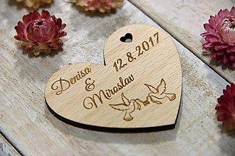 Darčeky pre svadobčanov - Drevená svadobná magnetka srdce - 9537417_