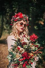 Bohatý kvetinový letný boho venček