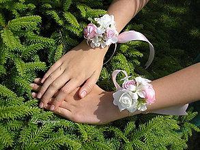 Náramky - kvetinový náramok pre družičku - 9538688_