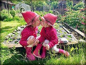 Čiapky - ♥ Klobúčiky pre ružové víločky :) ♥ - 9540564_