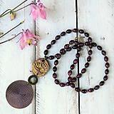 - Korálkový náhrdelník s príveskami