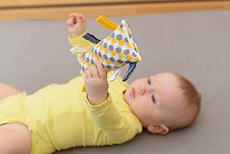 Hračky - Montessori úchopový vankúšik s rolničkou - art deco - 9541841_