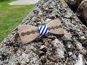 Doplnky - Gravírovaný drevený motýlik - 9540976_