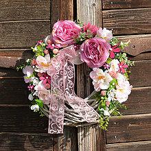 Dekorácie - Veniec na dvere s ružami - 9543194_
