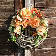 Dekorácie - Veniec na dvere s ružami - 9543347_