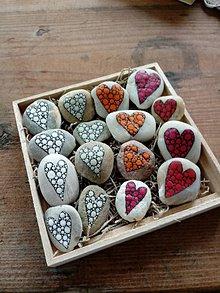Dekorácie - Jednofarebná láska - Na kameni maľované - 9542666_