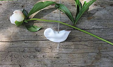 Náhrdelníky - porcelánový prívesok vtáčik na retiazke - 9544572_