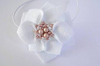 Detské doplnky - Kvetinová čelenka S (Biela georgína s perličkami) - 9543875_