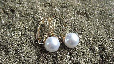 Náušnice - Perly visiace - chirurgická oceľ (Biele - chirurgická oceľ farba zlato č. 2116) - 9545520_