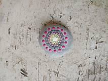 Dekorácie - Ružový hravý kvietok - Na kameni maľované - 9548922_