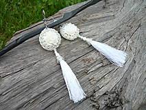 Korálkové náušnice Svadobné biele s ružou a strapcami