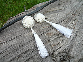 Náušnice - Korálkové náušnice Svadobné biele s ružou a strapcami - 9550490_