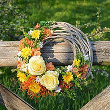 Dekorácie - Veniec na dvere s ružami - 9552112_