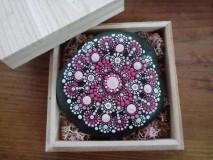 Dekorácie - Kvety na skale darované III. - Na kameni maľované - 9552158_