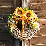 Dekorácie - Veniec na dvere so slnečnicami - 9554312_