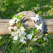 Dekorácie - Venček s motýlikmi - 9553948_
