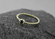 Prstene - 585/14k zlaty prsteň s prírodným čiernym zafírom - 9556578_