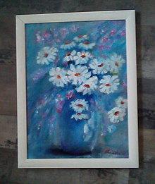 Obrazy - Margarétky v modrej váze - 9556151_