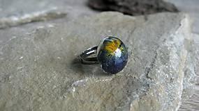 Prstene - Živicový prsteň s kvietkami (so sirôtkou č. 2135) - 9556476_