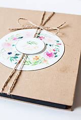 - Svadobná kniha hostí