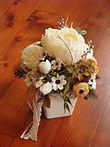 - Vintage smotanová dekorácia s pivonkou v keramike - 9555627_