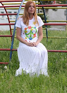 Tričká - Hippies kvetinkové ručne maľované bavlnené tričko  PEACE veľkosť S - 9559118_