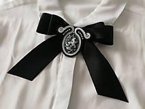 Odznaky/Brošne - Šujtašová brošňa - motýlik (Čierna) - 9560970_