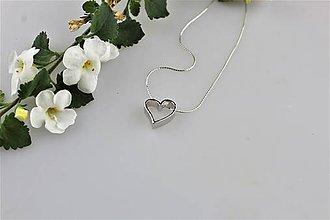 Náhrdelníky - strieborné srdiečko prívesok z retiazkou - daruj z lásky - 9562542_