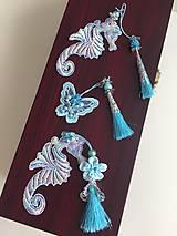 Papiernictvo - Záložka s textilnou aplikáciou / morský koník , motýľ / - 9560303_